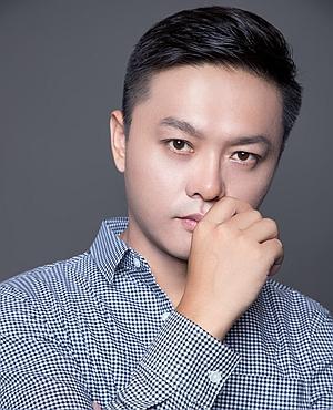 主任设计师李龙